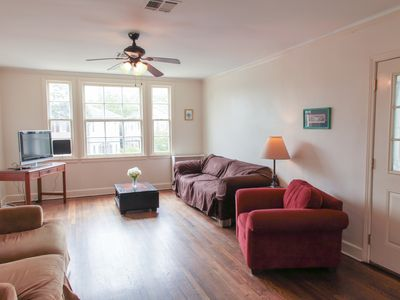 Photo for Spacious 4bd Apartment Uptown
