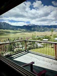 Quaint loft with spectacular views of the Gallatin Mountains