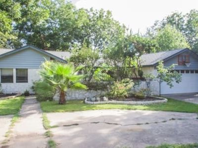 Photo for Inviting 3 BR house in Austin close to the Domain