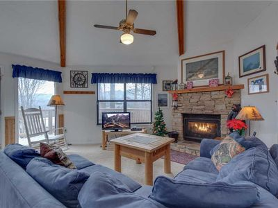 Photo for Bearadise 2, 2 Bedrooms, Pool Access, Hot Tub, Fireplace, WiFi, Sleeps 4