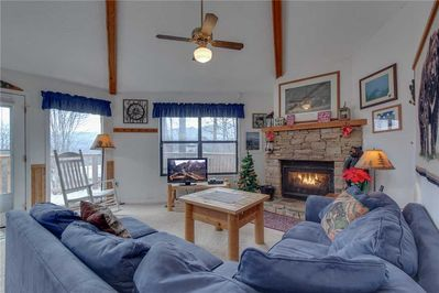 Welcome to Bearadise 2 - A haven of comfort, with inviting furnishings, an indoor Jacuzzi, and an outdoor hot tub, Bearadise 2 is ideal for a couple or a family of 4 who want to be close to both downtown Gatlinburg and the Great Smoky Mountains Natio