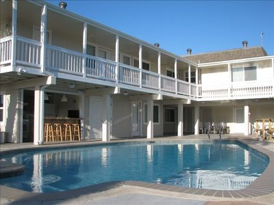Fantastic 7BR/6BA pool, hot tub 300 feet on water25% off posted rates  Feb & Mar