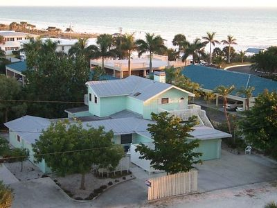 This small 4 unit complex offer privacy, peace and quiet. Join us in Paradise!