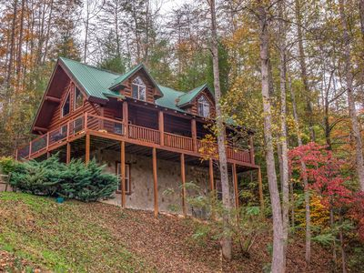 Photo for Spacious & dog-friendly cabin w/Jacuzzi, private hot tub, seasonal pool access!