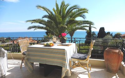 Photo for Beautiful apartment, sea view, 3 spacious rooms, ideal 4 people