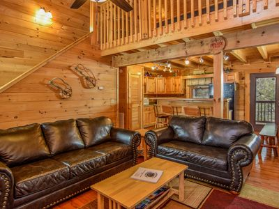 Family Cabin! Arcades, Pool Table, Fast Wifi, Shuffleboard, Grill, Luxury Shwr