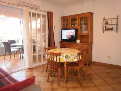 Photo for 100 meters beach apartment. WIFI. A / A. Satellite TV. No vehicle is necessary