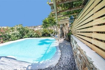 Photo for Lovely 3-Bedroom House in Tinos