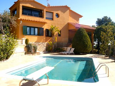 Photo for Fantastic house with pool and private tennis court.