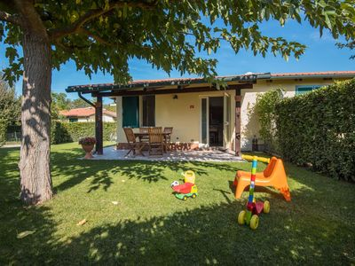 Photo for Lovely apartment for 4 guests with internet, A/C, pool, TV, pets allowed and parking