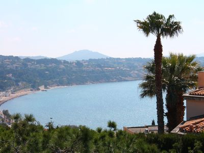 Photo for Bandol - charming air-conditioned studio, beautiful sea view, quiet - beaches at 350 m walk