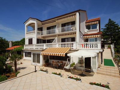 Photo for Holiday apartment with garden, barbecue and satellite TV