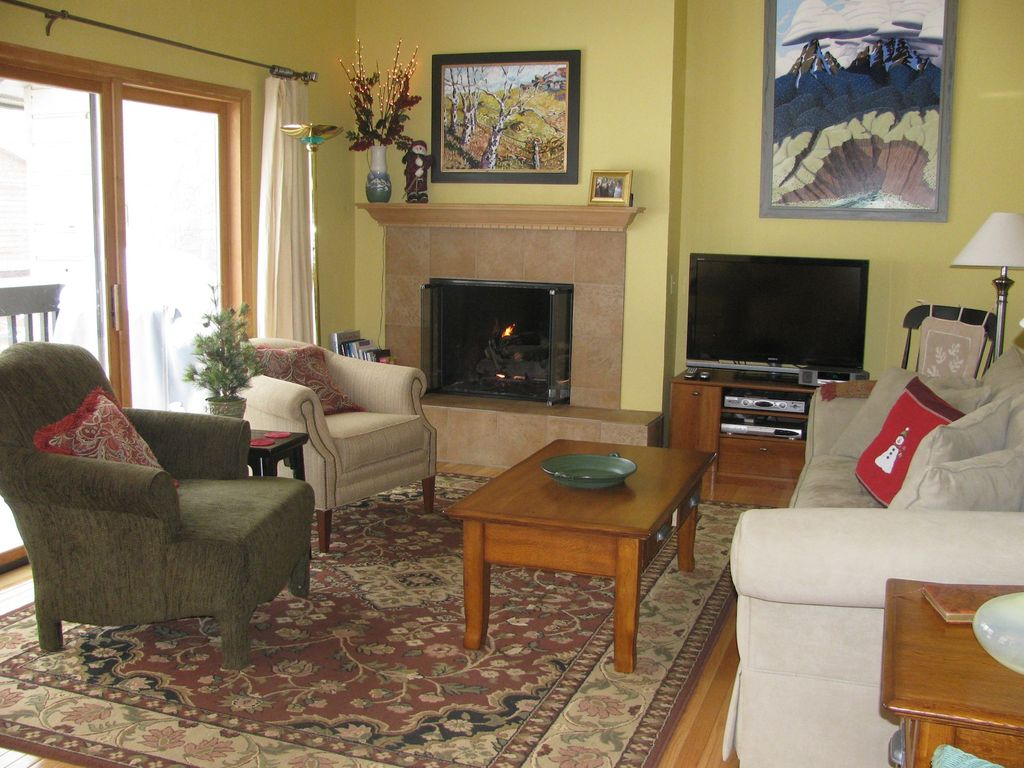 Vail Condo Al Sun During The Day And A Gas Fireplace To Add Warmth In