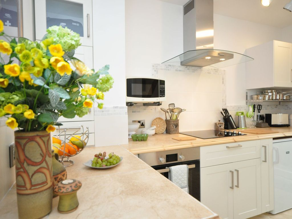 2 bedroom wing in chipping campden 43433 chipping norton for Perfect kitchens chipping norton