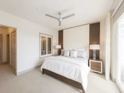 Photo for Amazing Unit, Free WiFi, On-site pool, Close to the beach