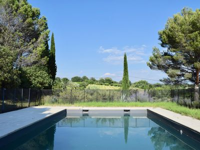 Photo for Charming villa + detached house, swimming pool Lourmarin