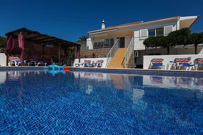 Beautiful Villa Os Pinheiros with large heated swimming pool.