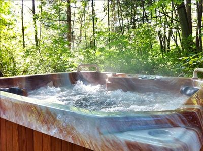 Private hot tub makes it perfect for TWO!