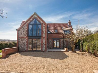 Photo for A wonderful newly renovated cottage offering stylish open-plan living