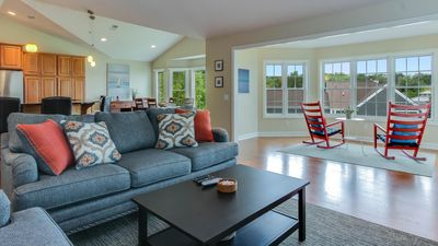 Trendy Harborview Condo with Pool. Minutes to Oval Beach!