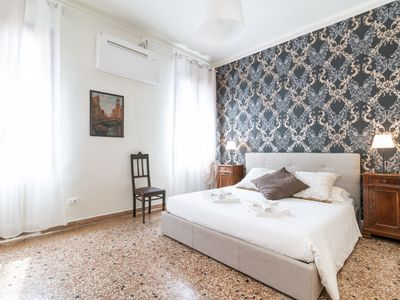 Photo for Rio Terrà Canal View - Apartment for 8 people in Venice