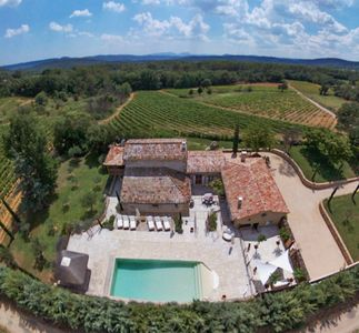 Photo for Beautiful farmhouse in the heart of Provence with swimming pool and vineyards