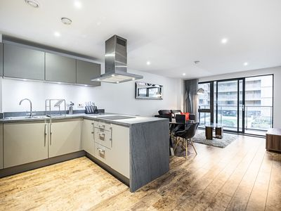 Photo for Stunning Apartment Canary Wharf