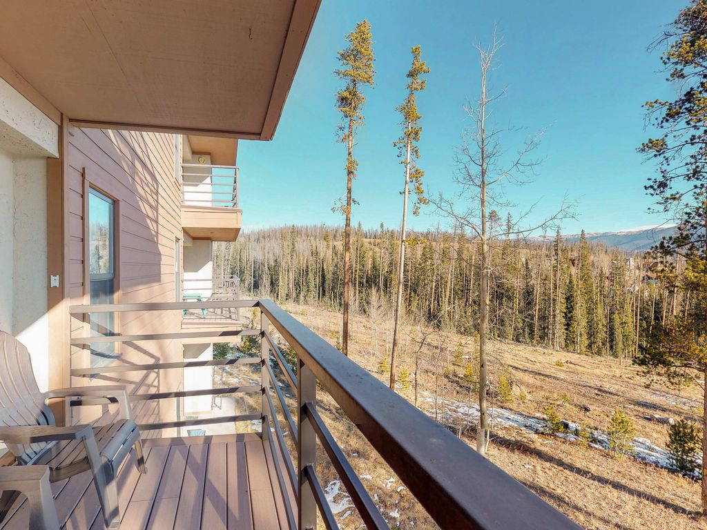 Convenient condo with shared pool & hot tub... - VRBO