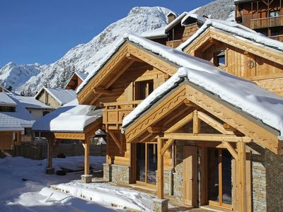 Photo for Chalet with sauna, heated outdoor pool, 200m from the slopes