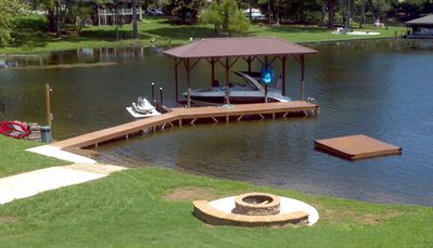 Dock, Fire Pit, Paddle Board, Boat Ramp and Floating Dock....Enjoy the Lake!