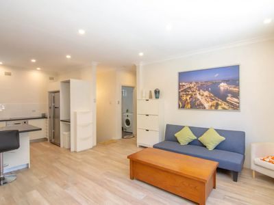 Photo for Spacious 2 Bedroom Flat in Willoughby