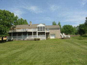 SPACIOUS HOME, COVERED PRIVATE DOCK ACCESSIBLE BY AUTO. PRIVACY GALORE, 2 DECKS