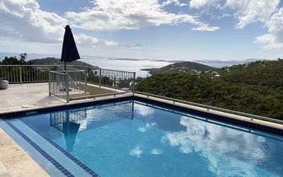 Views of the Caribbean Sea from pool deck