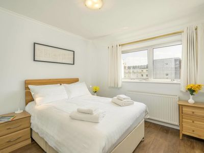 Photo for Adorable 3 bed apartment in Bayswater (sleeps 5)