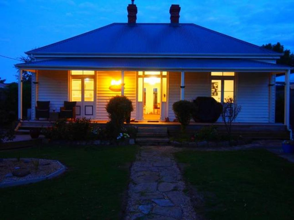 Windsor cottage boutique accommodation homeaway for Kingston swimming pool tasmania