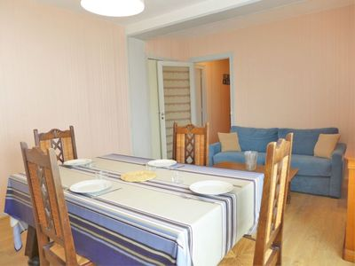 Photo for One bedroom Apartment, sleeps 4 with FREE WiFi and Walk to Beach & Shops