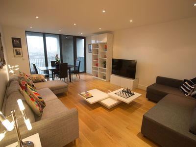 Photo for Deluxe 2 Bdrm London Bridge/Towr Brdge w/ private balcony panoramic city views