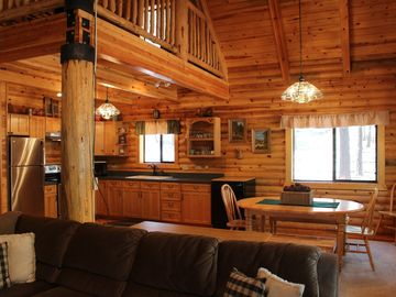 Gorgeous Log Cabin in the Pines