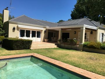 4 Bedroom Cape Town House with Pool & views of Table Mountain