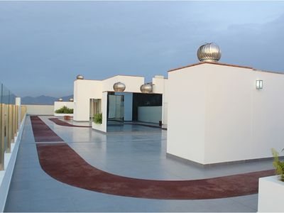Photo for Cozy apartment Near2the Airport SEAVIEW ROOFTOP