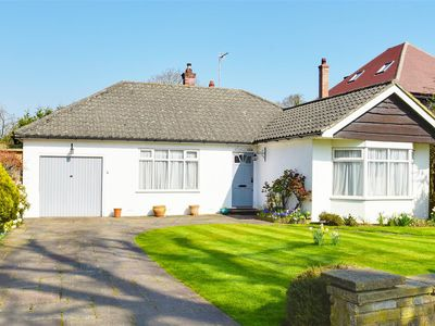 Photo for 3 Bedroom Spacious Detached Bungalow