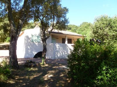Photo for For nature lovers on 1 ha of private wooded grounds with swimming pool, small air-conditioned house quiet
