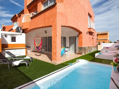 Photo for Magnificent house with private pool in idyllic area of Corralejo.