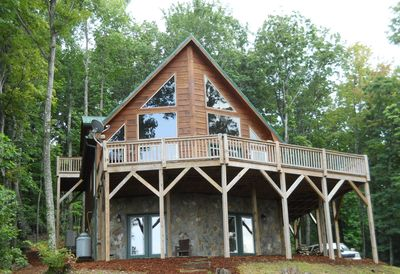 Magnificent luxury cabin on 5 secluded acres with breathtaking mountain views