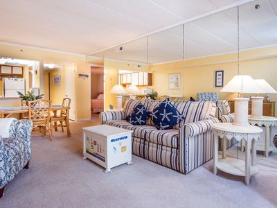 Photo for Two bedroom 2 bath condo with pool and elevator!