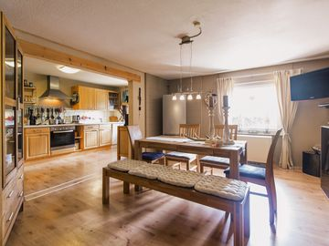 4 Star Apartment Idyll (100m²) only 7 KM from, ICE-Station + A3 ramp LM