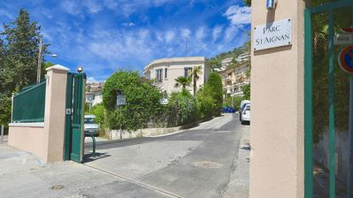 Photo for Beautiful apartment in Villa 30m from the beach and harbor