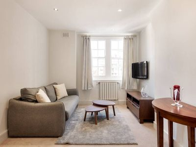 Photo for Spacious 1 Bed flat, sleeps 2, in King's Cross