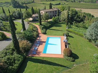Photo for Nice apartment with WIFI, pool, TV, pets allowed, panoramic view, parking, close to San Gimignano