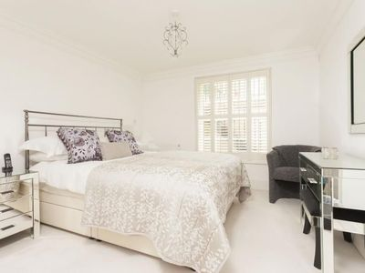 Photo for Contemporary 1 bedroom apartment 5 minute walk from Bath City Centre